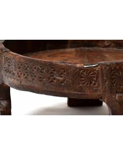 Ručně vyřezávaný kulatý stolek z antik teakového dřeva, prům. 63cm výška 25cm