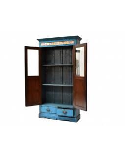 Prosklená skříň z antik teakového dřeva, modrá patina, 100x37x188cm