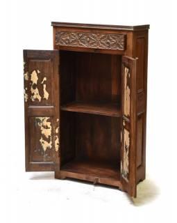 Skříň z antik teakového dřeva, zdobená řezbou, 60x33x112cm