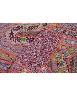 """Červená tapiserie, """"Cotton fine runner"""", vyšívaný patchwork,160x50cm"""
