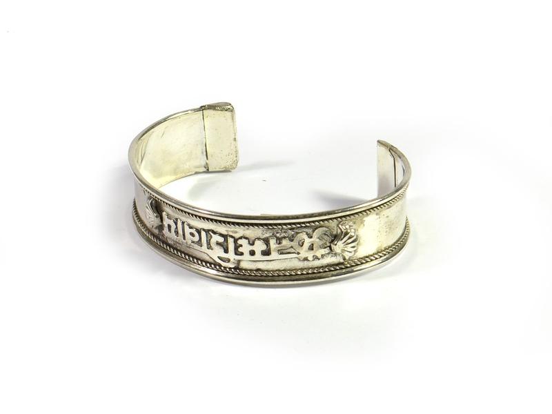 Kruhový náramek z bílého kovu, Om Mani Padme Hum
