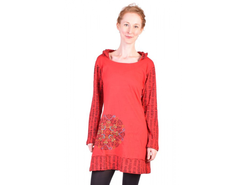 Krátké červené šaty s kapucí a dlouhým rukávem, Mantra design, výšivka