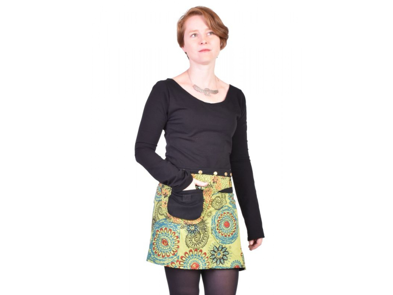 Krátká zelená sukně zapínaná na patentky, barevný mandala potisk, kapsa
