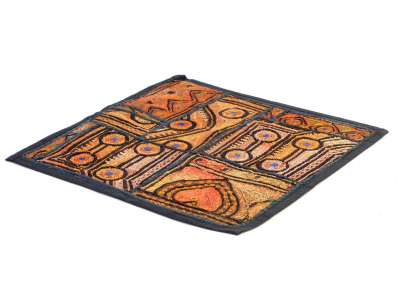 Hnědý patchworkový povlak na polštář Kali Zari, výšivka, ruční práce, 40x40cm