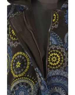 Černý fleecový kabát s kapucí zapínaný na zip, potisk mandal, kapsy