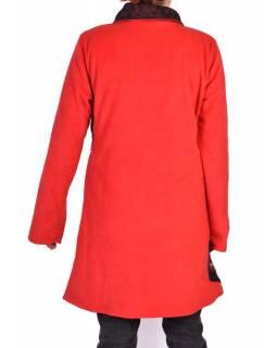Červený kabát s límcem zapínaný na knoflíky, barevné aplikace, potisk