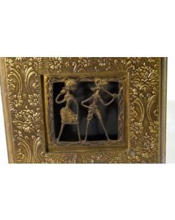Hodiny na stěnu, dřevo, mosazný ručně tepaný plech, tribal art, 18x33cm