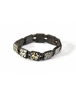 Hnědý kostěný náramek na gumičce se symbolem Óm