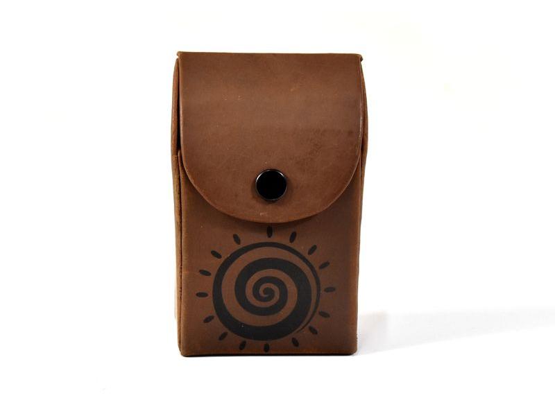 """Kožené pouzdro na cigarety, design ,,Spiral sun"""", hnědá, 10x7cm"""