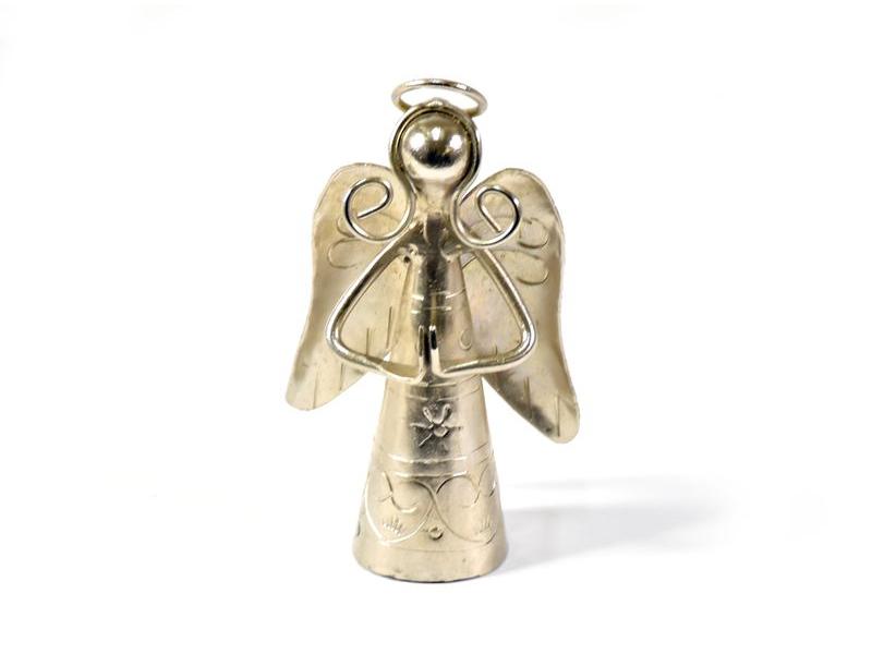 Soška se zvonečkem, anděl se sepjatýma rukama, ručně tepaný kov, 11cm