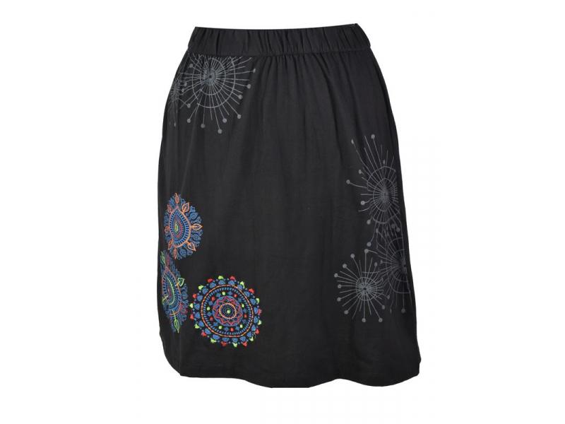 Krátká černá sukně s potiskem a barevnou výšivkou, elastický pas