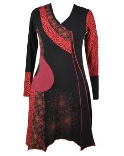 Černo-vínové šaty s dlouhým rukávem, cípy na sukni, potisk