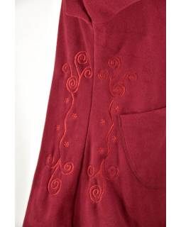 Vínový fleecový asymetrický kabátek s kapucí zapínaný na knoflík, vínová výšivka