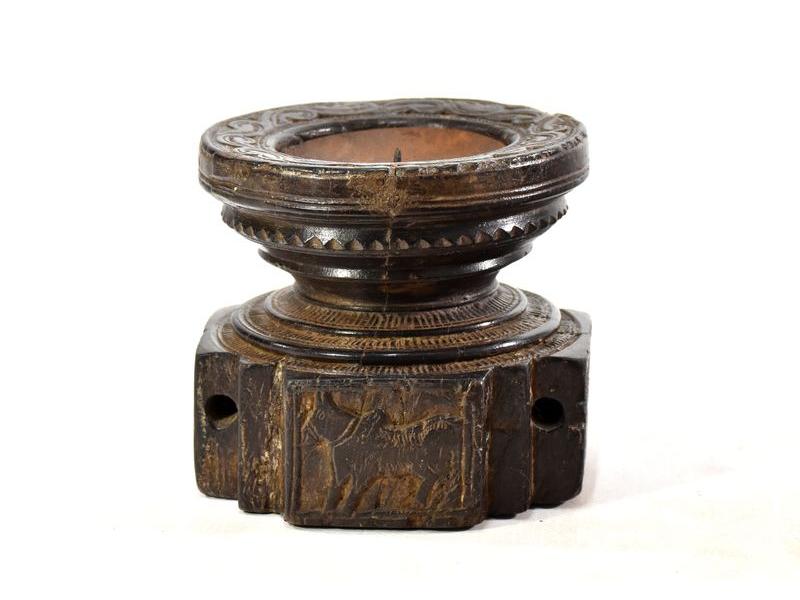 Antik svícen s originální řezbou, týk, 14x14x13cm