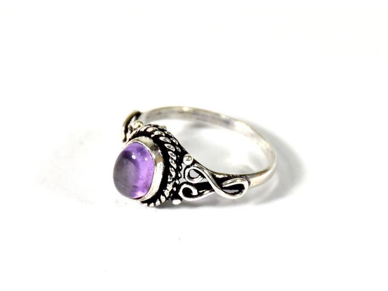 Velký prsten vykládaný ametystem, postříbřený (10µm)