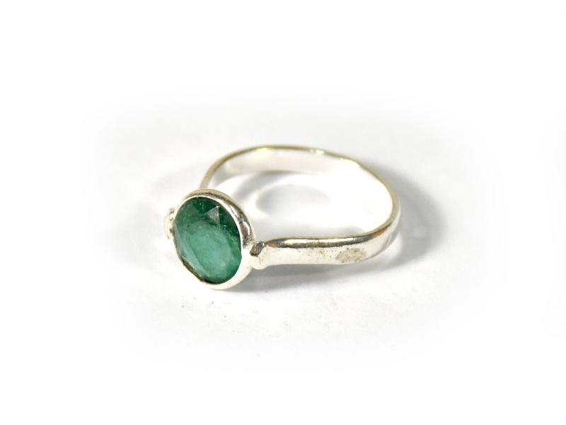 Prsten vykládaný rekonstruovaným smaragdem, postříbřený (10µm)