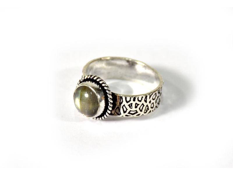 Prsten vykládaný labradoritem, postříbřený (10µm)
