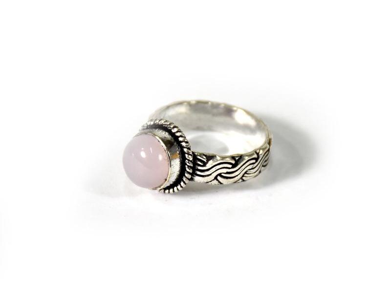Prsten vykládaný růženínem, postříbřený (10µm)