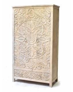 Vyřezávaná skříň bílá patina, mangové dřevo, ruční práce, 100x42x180cm