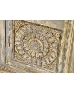 Prosklená skříň z teakového dřeva, antik bílošedá patina, 98x43x165cm