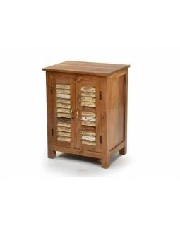 Komoda z antik teakového dřeva, lamelová dvířka, 40x60x78cm