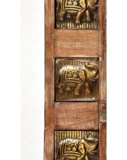 Zrcadlo v rámu zdobeném reliéfy slonů, antik teak, 150x100x5cm