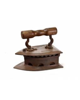 Antik žehlička z Gujaratu s dřevěnou rukojetí, 30x20x24cm