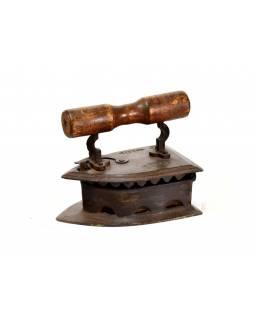 Antik žehlička z Gujaratu s dřevěnou rukojetí, 27x18x23cm