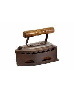 Malá antik žehlička z Gujaratu s dřevěnou rukojetí, 20x11x16cm