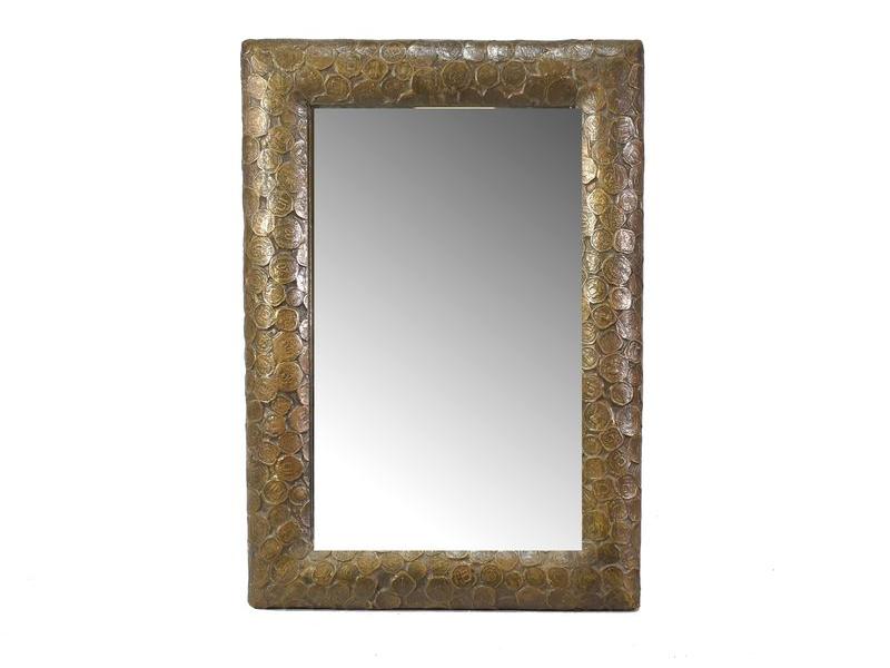 Zrcadlo v dřevěném rámu pobitém mosazným plechem s reliefy mincí, 47x32cm