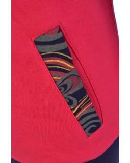 Červená mikina s kapucí a kapsami, potisk motýlů