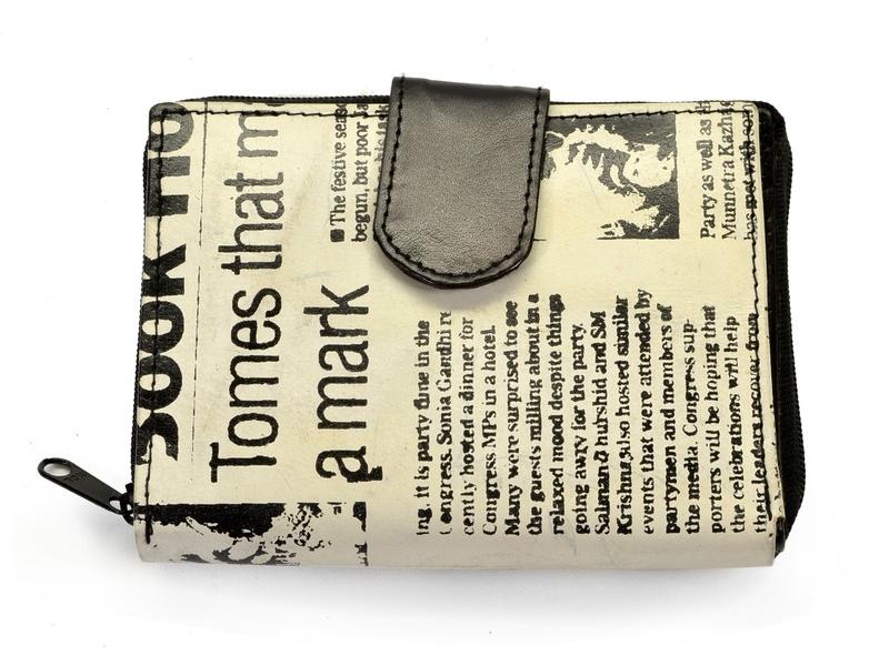 Peněženka, černo-bílá, ručně malovaná kůže, novinový design