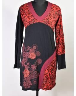 Černo-červené šaty s dlouhým rukávem, ornamentální potisk