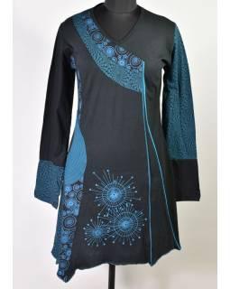 Černo-petrolejové šaty s dlouhým rukávem, cípy na sukni, potisk