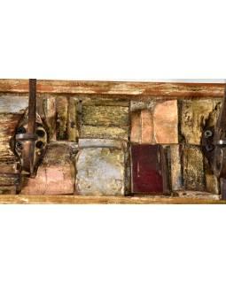 Dřevěný panel s hačky složený ze starých řezeb, 92x13x4cm
