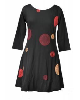 Krátké balonové černé šaty s tříčtvrtečním rukávem, červené Chakra aplikace