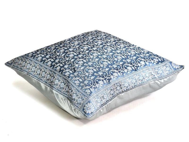 Šedo-modrý saténový povlak na polštář s výšivkou, zip, 40x40cm