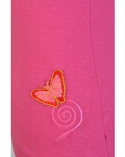 Růžové tílko s oranžovou nášivkou motýla a spirály
