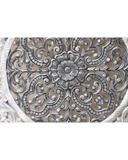 Ručně vyřezaná mandala z mangového dřeva, bílo stříbrná patina, 120x120x10cm