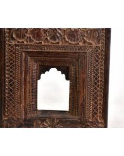 Starý rámeček na fotografii, ručně vyřezávaný, 26x36x6cm