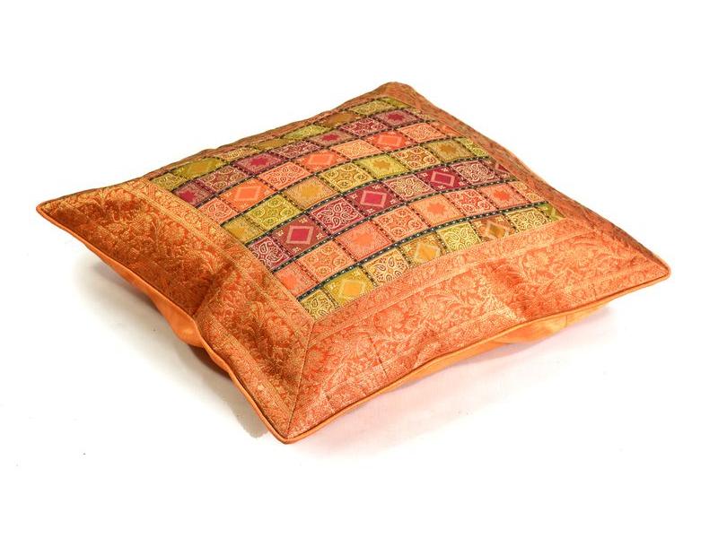 Povlak na polštář, oranžový, kostičkový vzor, zlatá výšivka, 60x60cm