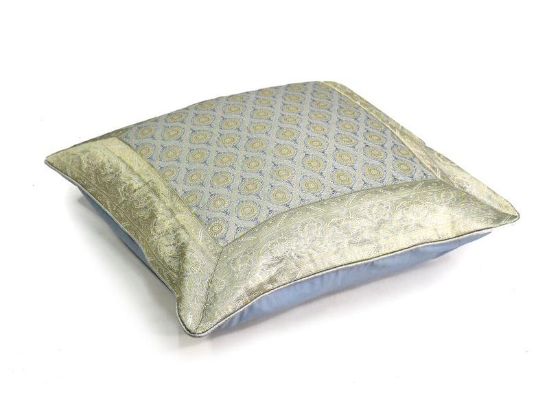 Povlak na polštář, stříbrný, kostičkový vzor, zlatá výšivka, 60x60cm