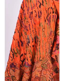 Dlouhá oranžová zavinovací sukně, kombinace potisků, volány