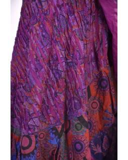 Dlouhá fialová zavinovací sukně, kombinace potisků, volány