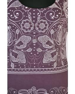 Fialové tričko s krátkým rukávem a ornamentálním potiskem
