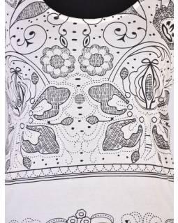 Bílé tričko s krátkým rukávem a ornamentálním potiskem