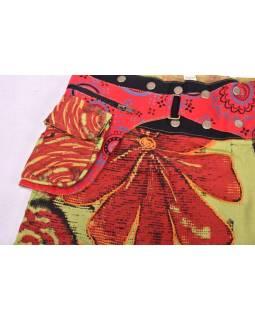 Krátká zelená sukně, zapínání na patentky a kapsička, výšivka