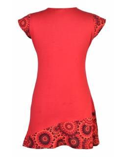 Červené šaty s krátkým rukávem a potiskem mandal