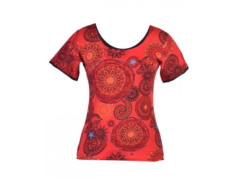 Červené tričko s krátkým rukávem a mandala potiskem