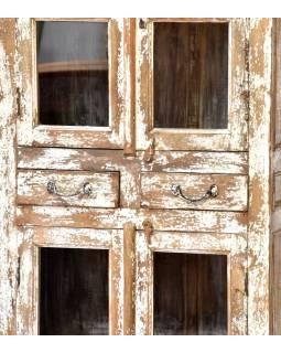 Prosklená skříň z antik teakového dřeva, bílá patina, 77x40x179cm